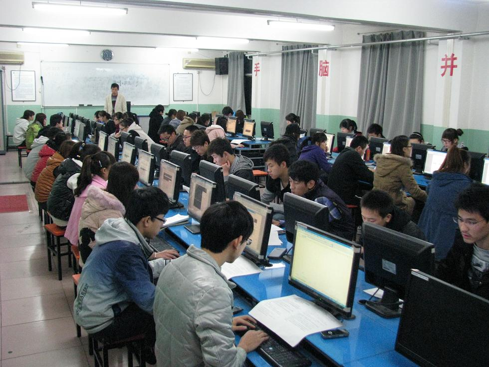 七届计算机应用技能大赛B组非专业组半决赛昨晚举行 -北京培黎职业