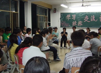 法律系召开学生学习经验交流会