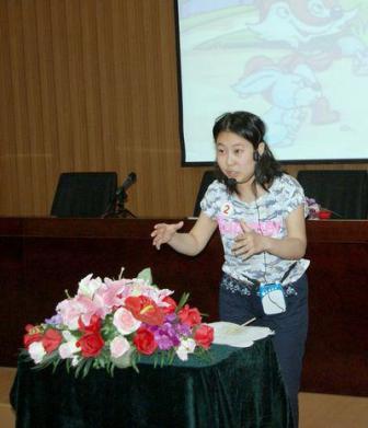 张琦同学在讲故事《没有牙齿的大老虎》-北京培黎职业学院